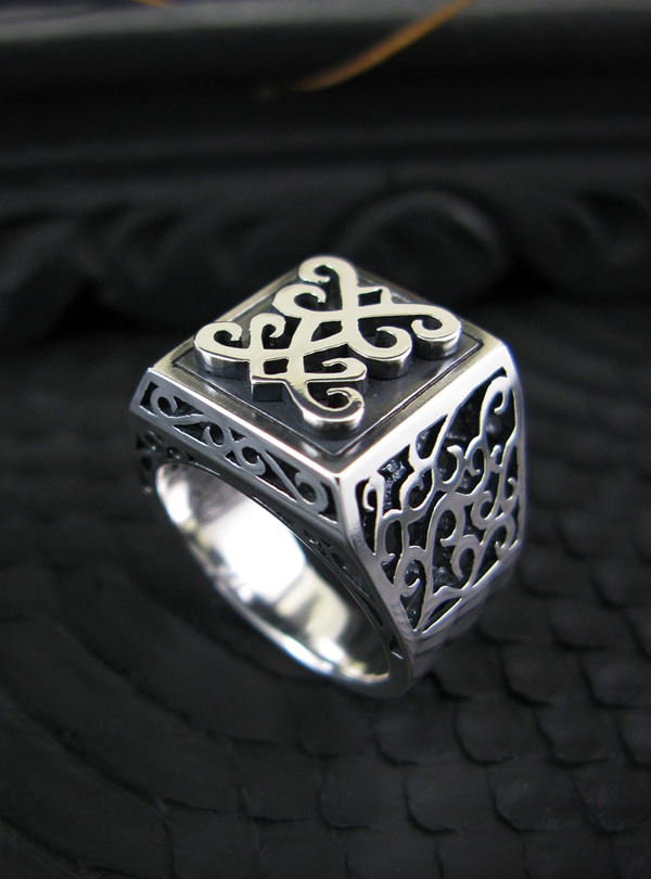 BT Flower silver ring